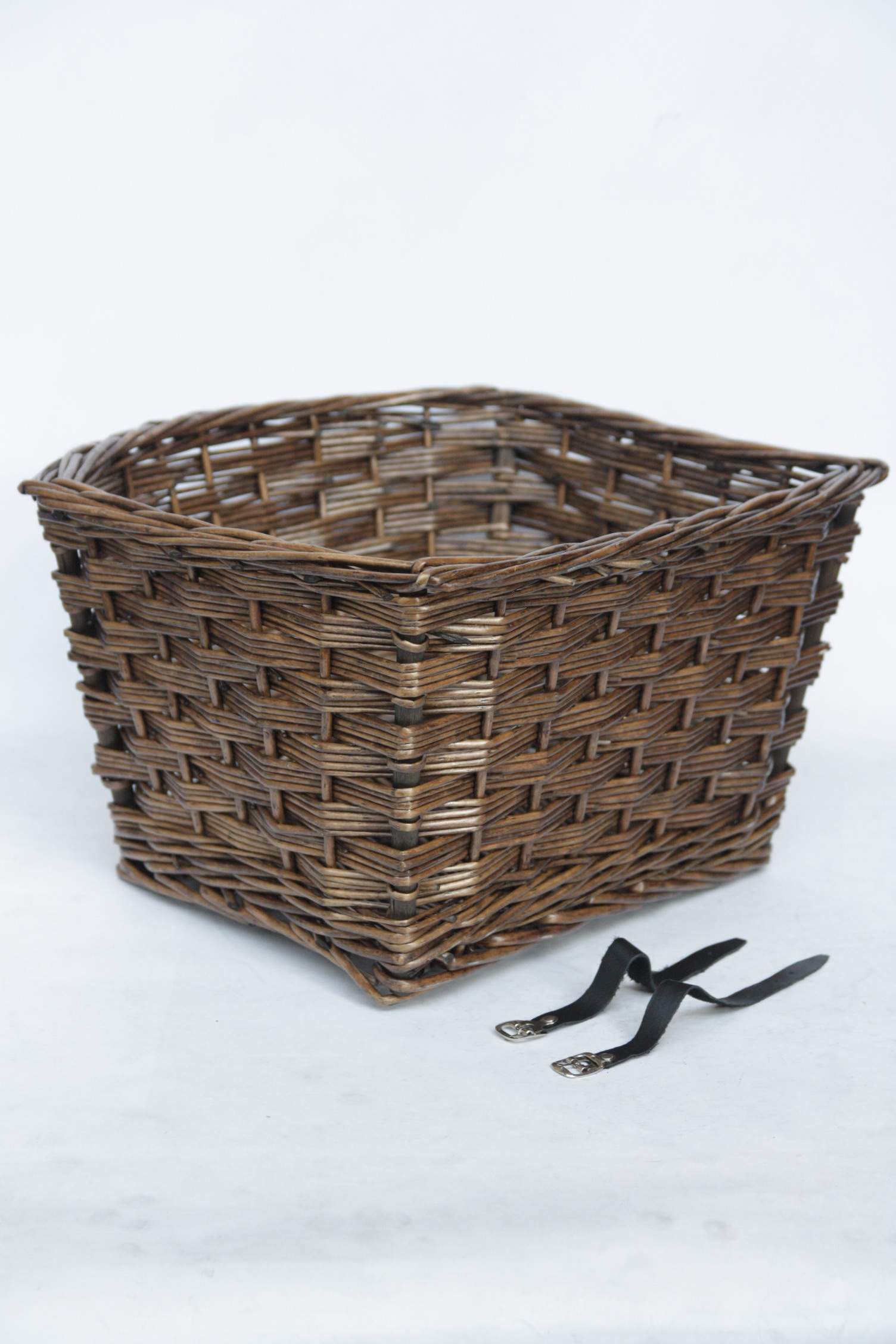 Gazelle Wicker Basket Msgrace with Assembly Straps - Brown